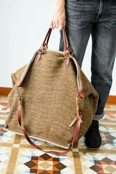 canvas bag with leather straps Jute Bags, Linen Bag, Big Bags, Handmade Bags, Beautiful Bags, Backpack Bags, Leather Shoulder Bag, Shoulder Straps, Fashion Bags