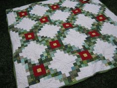 Red and green Christmas quilt - image only on Love Laugh Quilt at http://lovelaughquilt.blogspot.dk/2010/12/red-and-green_14.html
