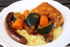 La meilleure recette de Couscous Poulet Merguez! L'essayer, c'est l'adopter! 5.0/5 (5 votes), 5 Commentaires. Ingrédients: - 4 cuisses de poulet ou 8 pilons de poulet - 4 merguez - 2 belles courgettes - 3 carottes - 2 navets - 1 petite boite de concentré de tomate - 1 cube de bouillon de poule ( marmite bouillon poule ) - 1L d'eau voir plus - 1 CC de paprika - 1 CC de curry ( vous pouvez mettre des épices à couscous ou du ras el hanout ) - 350 g de semoule moyenne  - huile, huile d'olive…