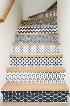 Maison individuelle - Agence 19 DEGRES - Architecture à Rennes. Par Caroline Ablain Photographe. Escalier, marches décorés, motifs graphiques