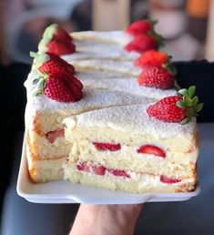 Discovered by lovelykseen. Find images and videos about food, chocolate and yummy on We Heart It - the app to get lost in what you love. Cute Desserts, Delicious Desserts, Dessert Recipes, Yummy Food, Mini Cakes, Cupcake Cakes, Strawberry Cake Recipes, Cafe Food, Sweet Cakes