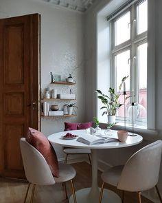 Ikea 'Docksta' tulipe table - Before After DIY Table And Chairs, Dining Chairs, Dining Room, Ikea, Before And After Diy, Scandinavian Apartment, Diy For Teens, Minimalism, Interior Design
