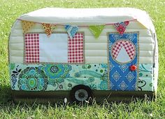 Does your sewing machine need a new cover/outfit? Isn't this cute??? Rainbow Hare Quilts: Vintage Caravan Sewing Machine Cover - Pattern (Version 1) and Tutorial