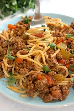 Spaghetti Bolognese, the best comfort food no matter the season. A fabulous homemade bolognese sauce full of big flavours, and the nation's favourite pasta make the best combo for a healthy and nutritious dinner. Easy Pasta Recipes, Spaghetti Recipes, Quick Dinner Recipes, Beef Recipes, Cooking Recipes, Baked Spaghetti, Homemade Bolognese Sauce, Bolognese Recipe, Easy Spaghetti Bolognese