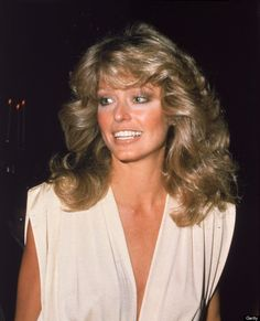American actress Farrah Fawcett arrives at the Golden Globe Awards Ceremony at the Beverly Hilton Hotel Beverly Hills California January 1977 Farrah Fawcett, Veronica Lake, Corpus Christi, Black Power, Mia Farrow, Jennifer Aniston, Twiggy, Glamour, Celebrity Hairstyles