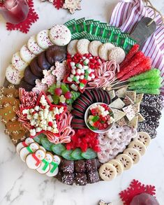 Christmas Dessert Boards are the new YULE LOG, amiright? SWIPE LEFT for the close-up then head on over to IG stories to get… Christmas Entertaining, Christmas Party Food, Christmas Appetizers, Christmas Sweets, Christmas Cooking, Christmas Goodies, Christmas Candy, Christmas Desserts, Holiday Treats