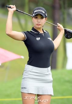 Girl Golf Outfit, Womens Golf Shirts, Sexy Golf, Girls Golf, Cute Asian Girls, Golf Fashion, Beautiful Asian Women, Female Athletes, Sport Girl