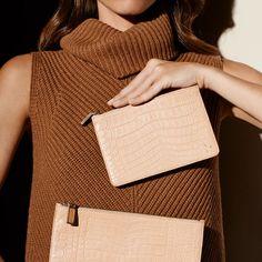 SOLANTU es una firma de lujo sostenible de objetos y accesorios excepcionales realizados con maderas exóticas y cuero de cocodrilo recolectados responsablemente.  Pertenece al Grupo Insud, cuyo CEO es Hugo Sigman.