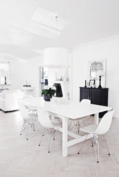 Black and white interior design is my cup of tea!!