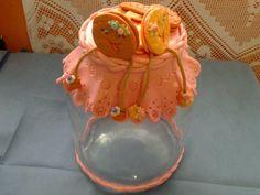 Pote de vidro com tampa revestida em biscuit para bolacha doce.Feito a mão e sob encomenda.