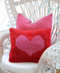 Spruce up your home with this Hearty Love knitted cushion cover. Get the FREE pattern for this . Christmas Knitting Patterns, Knitting Patterns Free, Free Knitting, Free Pattern, Knitting Ideas, Knitted Cushion Covers, Knitted Cushions, Knitted Christmas Stockings, Mug Cozy