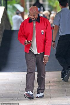Happy Ye: Kanye West was in very high spirits on Monday, spotted outside the Hotel Bel-Air Kanye West Outfits, Kanye West Style, Workwear Fashion, Streetwear Fashion, Mens Fashion, Kanye West Family, Kanye West Songs, Yeezy Outfit, Classic Cars