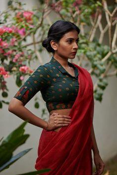 Valapottu – The Kaithari Project Cotton Saree Blouse Designs, Stylish Blouse Design, Designer Blouse Patterns, Fancy Blouse Designs, Sari Design, Catalogue D'images, Designer Kurtis, Designer Sarees, Dress Indian Style