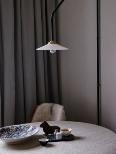 I like the cozy and eclectic look of the home of Lisa Robertz of Grey Studio, featured on the Artilleriet website. Lisa's home is a mixture of old and new objects, which makes it so interesting. I like the Saarinen dining table … Continue reading → Living Room Remodel, Living Room Decor, Living Spaces, Grey Stuff, Kitchen Lamps, Lighting Concepts, Bright Homes, Interior Decorating, Interior Design