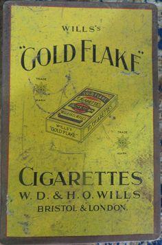 VINTAGE ADVERTISEMENT TRINKET TINBOX WILLS GOLD FLAKE CIGARATTES BRISTOL LONDON