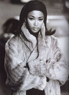 Naomi Campbell in Un Lusso Facile for Vogue Italia, October 1990 Shot by Patrick Demarchelier Styled by Brana Wolf Patrick Demarchelier, Naomi Campbell 90s, 90s Fashion, High Fashion, Fashion Dolls, Fashion Vintage, Couture Fashion, Runway Fashion, Fashion Women