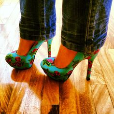 Rosette pumps --- I like heels with jeans. But I LOVE heels with skinny jeans. Especially if they have a print on them. :)