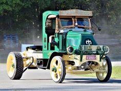 Millions of Semi Trucks Old Mack Trucks, Big Rig Trucks, Semi Trucks, Cool Trucks, Antique Trucks, Antique Tractors, Vintage Trucks, Customised Trucks, Custom Trucks