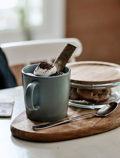 Ideas to make guests feel welcome from an Airbnb host - IKEA Chocolate Shavings, Hot Chocolate, Marshmallows, Airbnb Host, Welcome Drink, Midnight Snacks, Cinnamon Powder, Luxury Bedding Collections, Home Comforts