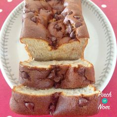Low Syn Slimming World Banana Cake from Pinch of Nom Slimming World Banana Cake, Slimming World Puddings, Slimming World Desserts, Slimming World Breakfast, Choc Chip Banana Bread, Quick Banana Bread, Low Calorie Banana Bread, Banana Pudding, Low Syn Cakes