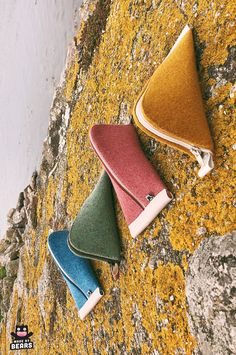 Handmade natural colorful makeup bags for makeup storage. Made of wool felt and vegan leather. Wedding Gifts For Bride, Bride Gifts, Christmas Gifts For Women, Gifts For Mom, Make Up Storage, Makeup Bags, Mini Purse, Zipper Bags, Leather Pouch