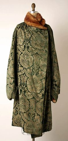Vintage Fashion Evening coat Mariano Fortuny (Spanish, Granada Venice) Design House: Fortuny (Italian, founded Date: early Culture: Italian Medium: silk, fur. 20s Fashion, Moda Fashion, Art Deco Fashion, Fashion History, Vintage Fashion, Fashion Design, Historical Costume, Historical Clothing, Style Année 20