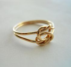 Etsy の Love Knot 14k Gold Filled Infinity Ring by StreetBauble