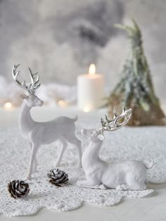The magic of the woodland is beautifully captured in these delicate white & silver deer, which will add a shimmer of opulence to your Christmas decorations. Nordic house