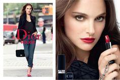 Novo batom Dior Rouge: disponível em tonalidades atemporais, simplesmente ideais e perfeitamente equilibradas. Tons luminosos que são o resultado do incoparável expertise em cores de Tyen.