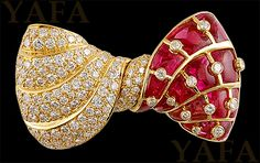 BVLGARI Vintage Diamond and Ruby Bow Brooch mounted in yellow gold, signed B. - BVLGARI Vintage Diamond and Ruby Bow Brooch mounted in yellow gold, signed Bvlgari. Bow Jewelry, Ruby Jewelry, High Jewelry, Gemstone Jewelry, Fashion Jewelry, Jewelry Design, Zipper Jewelry, Lotus Jewelry, Antique Jewelry