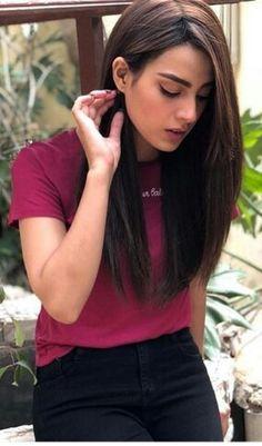 Iqra aziz Pakistani Models, Pakistani Actress, Prettiest Actresses, Beautiful Actresses, Haircuts Straight Hair, Stylish Photo Pose, Iqra Aziz, Pakistan Fashion, Girls Dpz
