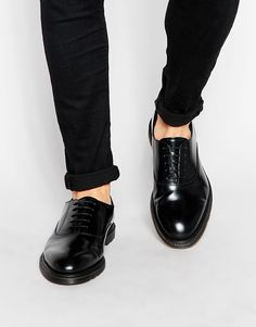Smart shoes by Dr Martens Smooth leather upper Lace-up fastening Round shaped toe Air cushioned sole Grip tread Treat with a leather protector 100% Real Leather Upper