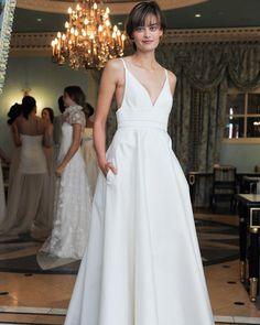 328a852822d Simple Wedding Dresses That Are Just Plain Chic. Hübsche Brautkleider   Farbige Brautkleider ...