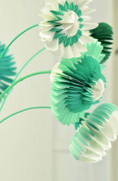 sublime paper flowers http://www.jorineoosterhoff.nl/