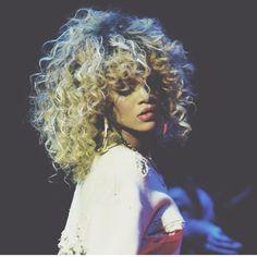 Rihanna's Blonde Hair