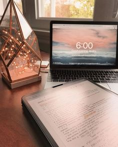 It can seem like a lot of work but you finally in college!It can be hard to find your bearings when you first begin college. Texture Photoshop, Study Room Decor, Study Organization, School Study Tips, Study Journal, Study Space, Study Hard, School Notes, Studyblr