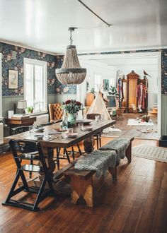 Boho Colorful Living Room Decor - How do I make my dining room cozy? Boho Colorful Living Room Decor - How can I decorate my small dining room? Dining Room Table Decor, Country Dining Rooms, Elegant Dining Room, Dining Room Design, Living Room Decor, Bohemian Dining Rooms, Bohemian Living, Bohemian Decor, Bohemian Style