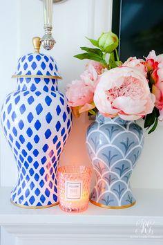 blue gray ginger jars pink peonies #gingerjars #pinkpeonies #gingerjararrangement #pinkflowers #peonies #fauxflowers #floralarrangement #homedecor