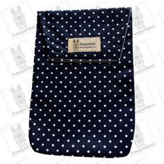 Bolsa porta pañales. Azul marino con lunares blancos. (PVP: 9,95 € + Gastos de envío)