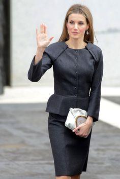 Madrid, noviembre de 2014 En contraste con un look tan oscuro, Letizia, reina de España, ha escogido un clutch blanco con un llamativo cierre, se trata del modelo Minihontas de Malababa (280 €. Letizia, Spain Queen.