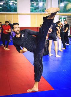Scott Adkins Ufc, Karate, Bruce Lee Movies, Scott Adkins, Hand To Hand Combat, Hero Movie, Martial Artists, Body Poses, Mixed Martial Arts