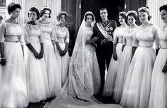 Principe Juan Carlos de Asturias y princesa Sofía de Grecia con sus damas de Honor, princesas Alejandra de Kent, Tatiana Radziwill, Benedicta de Dinamarca, Irene de Grecia, Ana Maria de Dinamarca, Ana de Francia, Irene de Holanda y Pilar de España