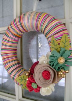 yarn and felt Christmas wreath @Scarlet Holmes  - The Christmas version of your fall wreath you made :)
