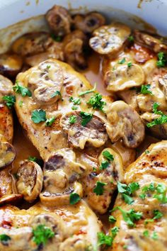Creamy Chicken Marsala – The Recipe Critic A creamy and delicious classic italian dish that is ready in under 30 minutes! The creamy sauce is full of flavor and mushrooms and will be one of the best things that you make! Classic Italian Dishes, Cooking Recipes, Healthy Recipes, Eat Healthy, Creamy Chicken, Food Dishes, Dishes Recipes, Kraft Recipes, Main Dishes