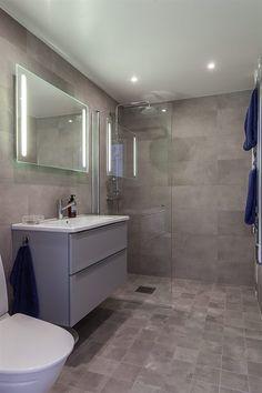 Gray Bathroom Decor, Small Bathroom Vanities, Bathroom Colors, Bath Decor, Master Bathroom, Washroom Design, Bathroom Interior Design, Modern Interior Design, Interior Design Living Room