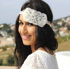 Headband mariage Années 1930 : de toute beauté, ce sublime headband à l'allure rétro donnera une note merveilleusement chic et tellement glamour à votre coiffure de mariée.