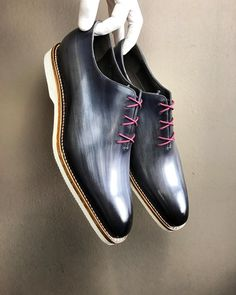 Awesome wholecut shoes from @andres_sendra_shoemaker Follow @runnineverlong for more inspiration
