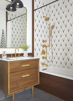 What a gorgeous bathroom design! Give me all the black, brass and wood tones! That tub tile is so fun & funky! Eclectic Bathroom, Modern Bathroom Design, Bathroom Interior Design, Neutral Bathroom, Bathroom Designs, White Bathroom, Modern Vintage Bathroom, Restroom Design, Modern Sink