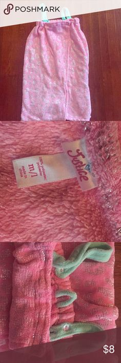 Justice Brand Robe Justice Brand pink with silver cheetah print design. This robe is fleece like material with Velcro and removable straps. Size M/L fit my daughter when she wore size 10/12 clothing. Falls just below the knee. In good used condition. Justice Pajamas Robes