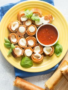 What happens when you take grilled cheese and pizza and jazz it up a bit? You get these monstrously delectable Grilled Pizza Roll Ups. The combo is so otherworldly that it will leave you weak in the knees and your kids with a new craving to add to their weekly line up of favorites.     Seriously, there are few recipes that are this simple and require little to no work or cooking skill for that matter. You just take your favorite sandwich bread roll it out, place a cheese stick inside (I've…
